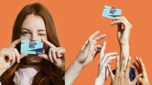 Pour un concours, la Banque postale demande à ses clients de publier une photo de leur CB sur Twitter