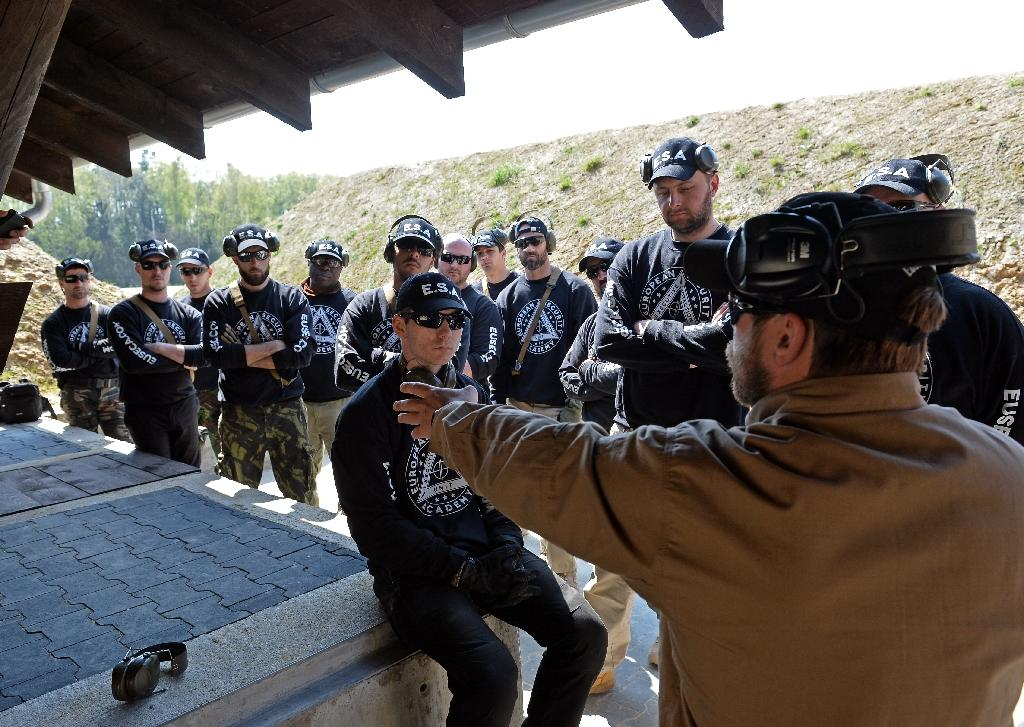 An instructor gives weapons training at Poland's private European Security Academy (ESA) on April 24, 2015 in Wlosciejewki, Poland, which prepares people from around the world for missions in danger zones (AFP Photo/Janek Skarzynski)
