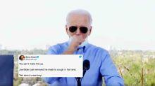 Covid: Joe Biden baisse son masque pour tousser, les républicains le tancent