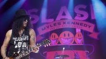 Guitarrista do Guns n' Roses fala do abuso de drogas: 'nem me lembro dos anos 90'