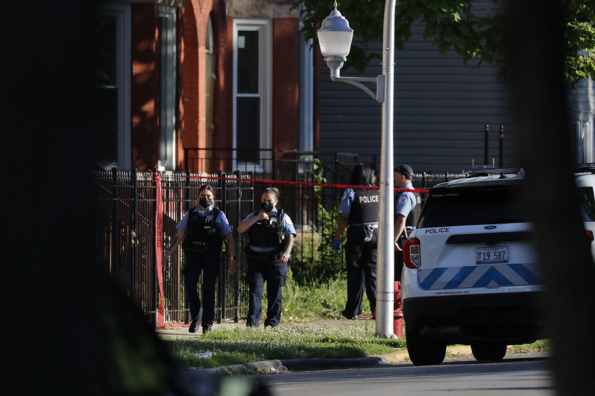 4 dead, 4 wounded in early morning Chicago shooting