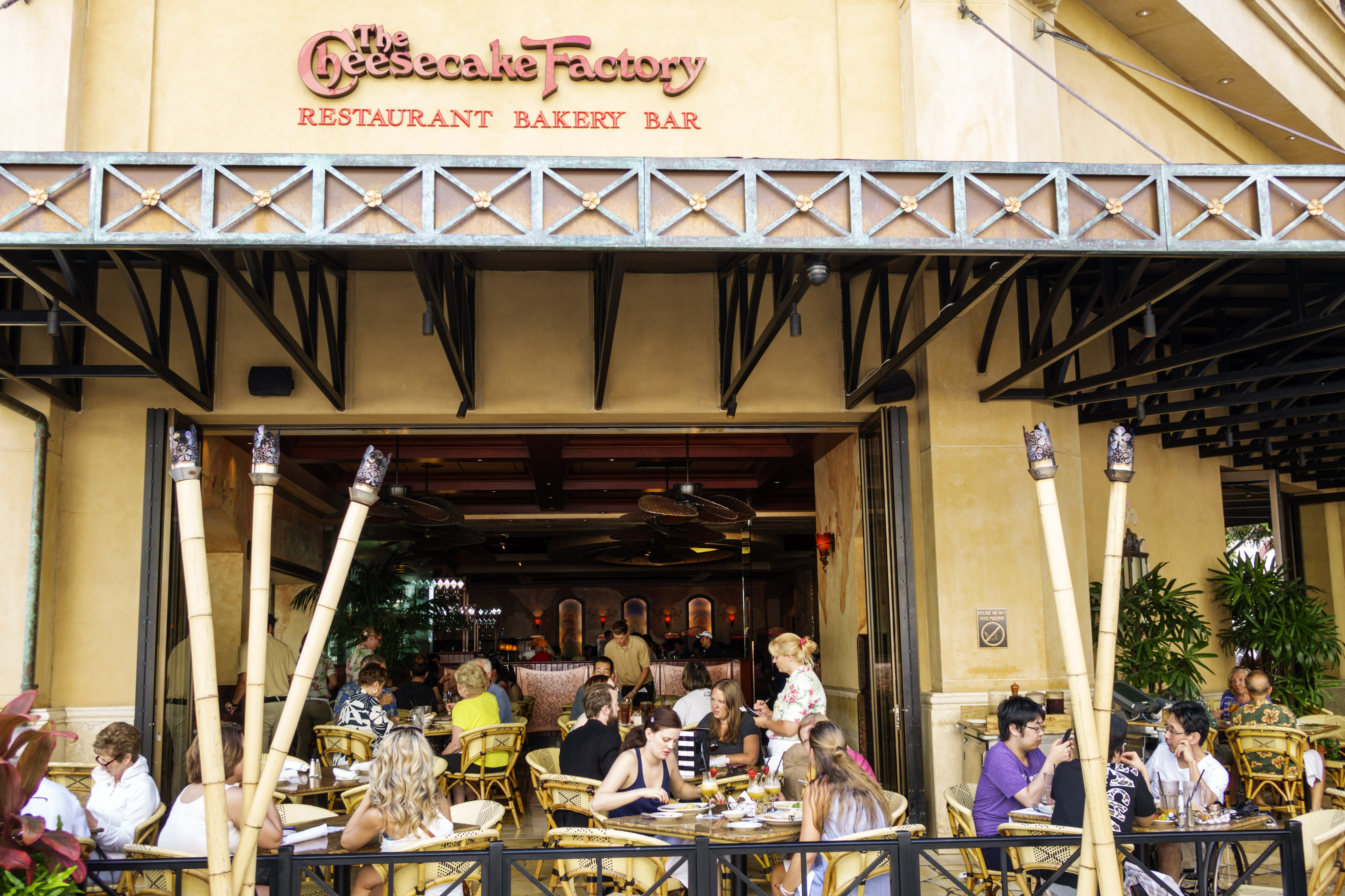 5 Clever Ways to Save Money at the Cheesecake Factory, According to ...