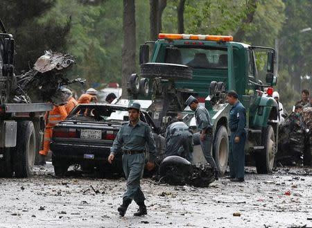Un ataque suicida contra un convoy de la OTAN en Kabul mata a ocho civiles