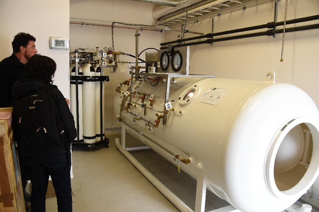 German scientific diver Max Schwanitz shows the decompression chamber to a journalist, at the scientific base of Ny Alesund, on the Spitzberg island of the Norwegian Arctic Svalbard archipelago (AFP Photo/Dominique Faget)