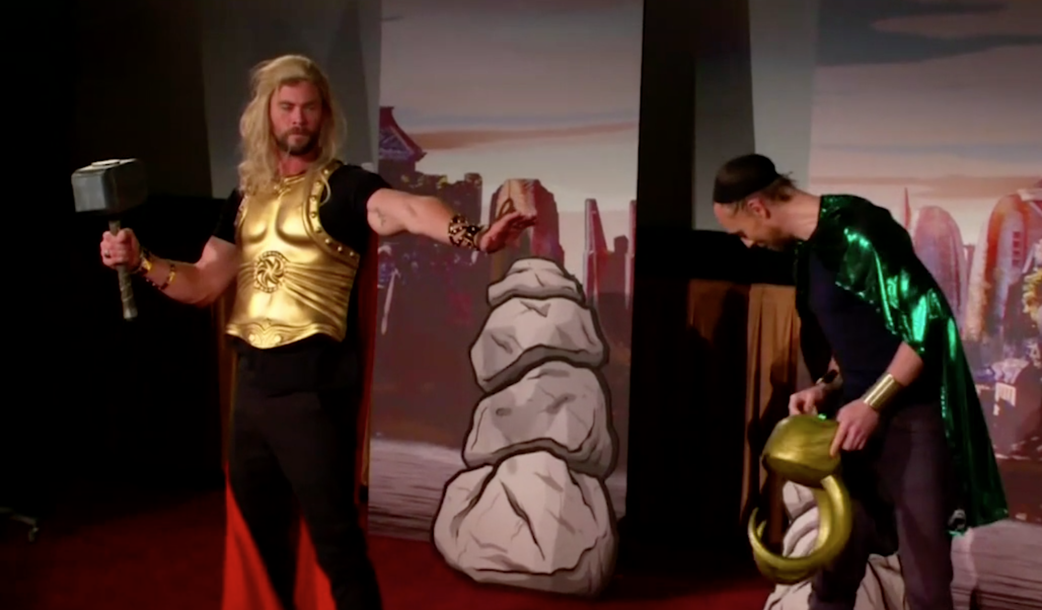Tome HIddleston's wig falls off while he and Chris Hemsworth perform a scene from <em>Thor: Ragnarok</em> on <em>The Late Late Show With James Corden</em>. (Photo: CBS)