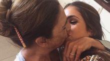 Elena Furiase incendia las redes por besar en la boca a su madre