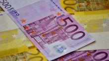L'euro bondit face au dollar, la Fed devrait tarder à relever les taux d'intérêt