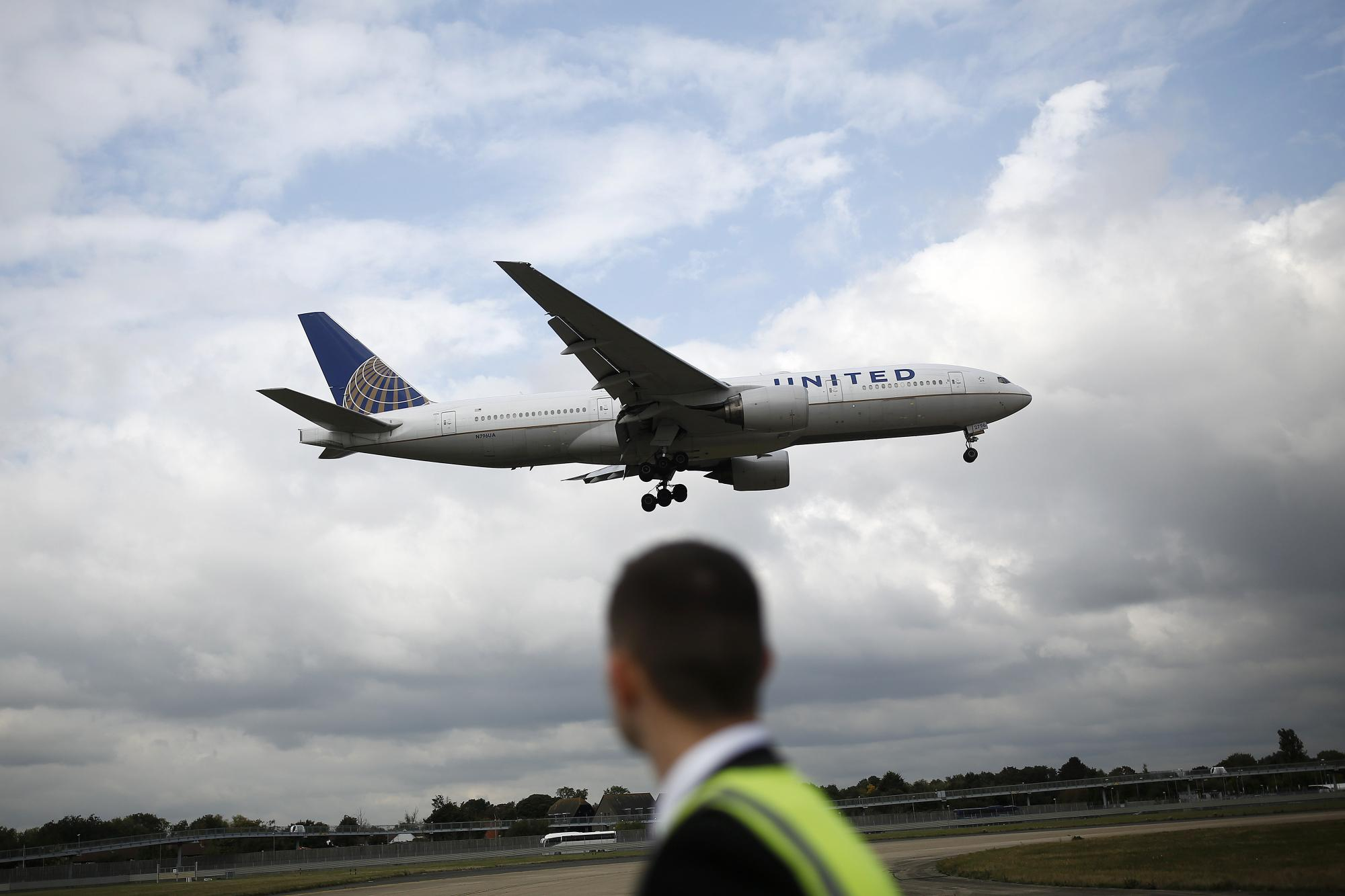 United Jumps Most Since July on Fare Power, Pacing Airline Rally