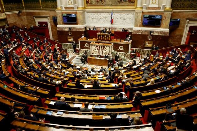 Pass sanitaire anti-Covid: le projet de loi adopté