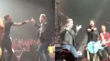 Mira a John Travolta uniéndose a Foo Fighters para versionar un clásico de Grease