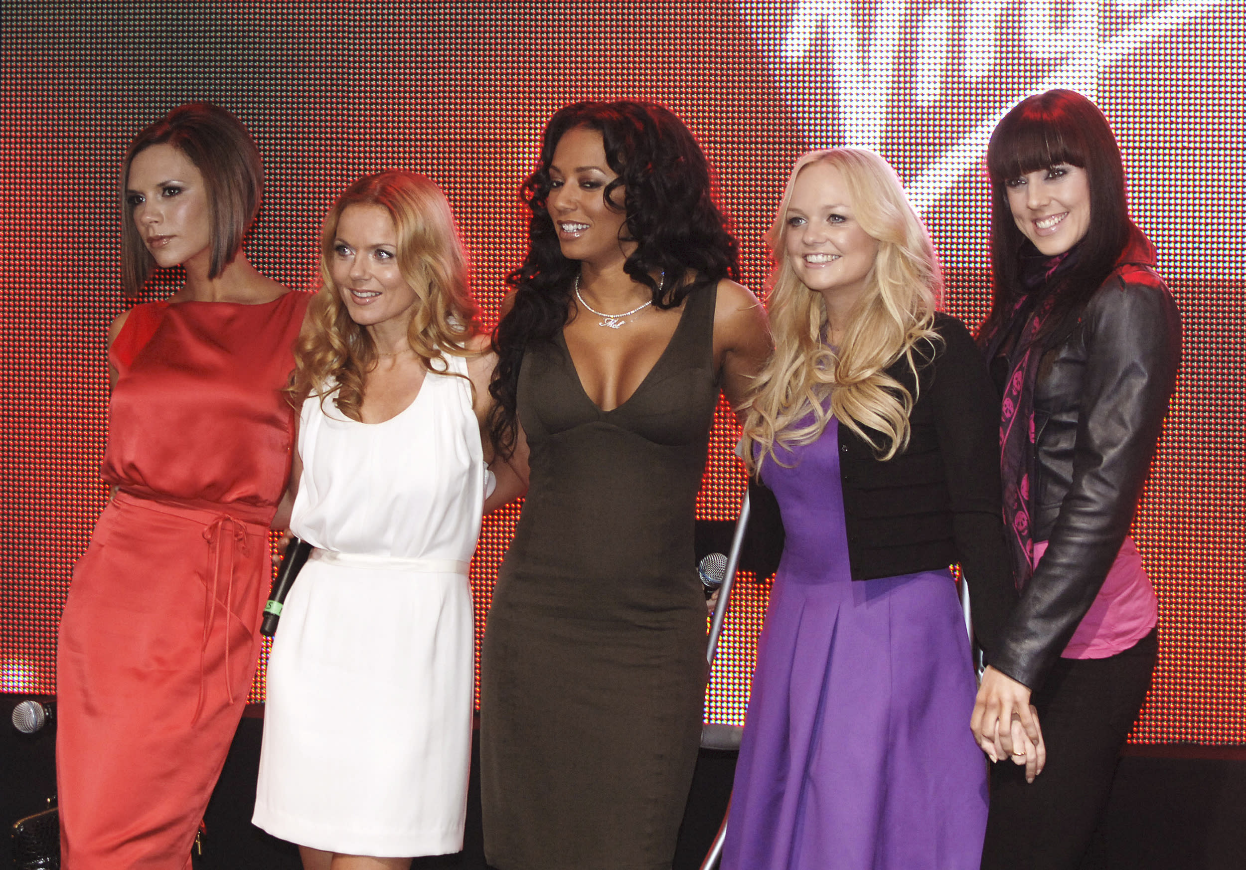 British group Spice Girls (L-R) Victoria Beckham, Geri Halliwell, Mel B, Emma Bunton and Mel C pose at the launch of the new Terminal 3 at Heathrow airport, London, December 13, 2007. REUTERS/Anthony Harvey  (BRITAIN)
