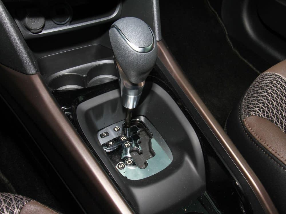 變速系統使用的是EAT6六速手自排變速箱,附有雪地、S運動模式切換。