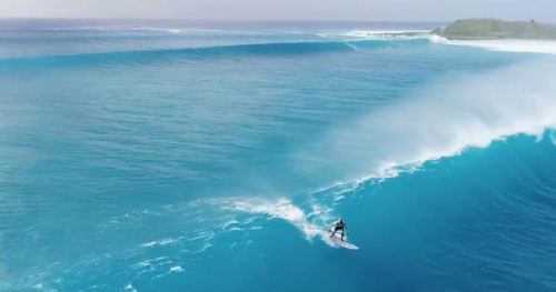 Surf - Superbe vue aérienne d'une session surf en Guadeloupe