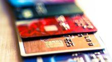 Arrestan al cajero que memorizó la información de 1,300 clientes para usar sus tarjetas de crédito