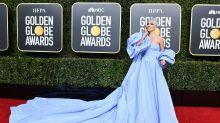 Von Lady Gaga & Co.: Mutter stellt Promi-Kleider mit Tochter aus Altpapier und Plastiktüten nach