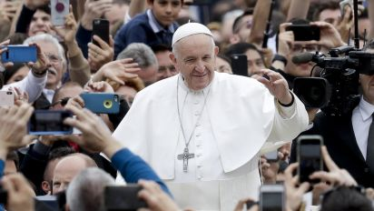Pope condemns 'cruel violence' in Easter message