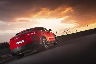 野蠻牛也要插電,Lamborghini Urus PHEV車型預計2022年亮相,馬力上看820hp!