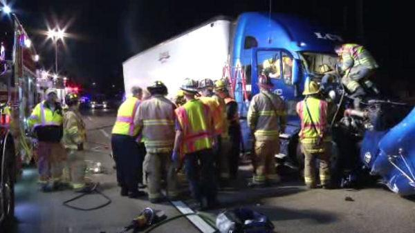 Tractor trailer crash along I-495 in Delaware
