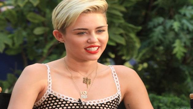 Miley Cyrus Is Called A Lesbian? (FIND OUT WHY)