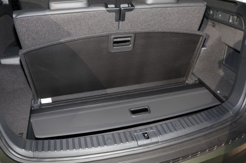 後方備胎室提供相當大容量受納機能,甚至行李箱隔板也能妥善收納於此