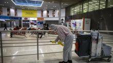 Covid-19 : des médecins déplorent des contrôles insuffisants aux aéroports