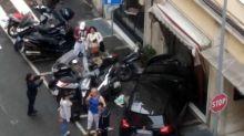 'Signora, parcheggio io per lei', prende l'auto e poi sfonda la vetrina