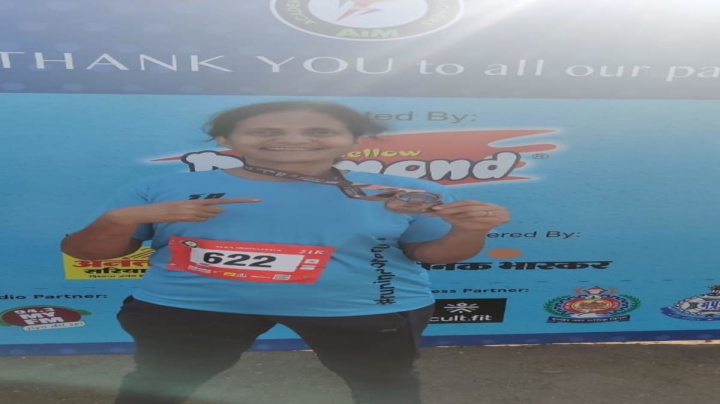 58-yr-Old Woman IAS Officer Gives Fitness Goals to Colleagues, Runs 21km Half Marathon in Indore