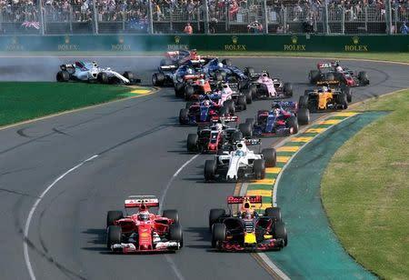 Pilotos fazem primeira curva do Grande Prêmio da Austrália de Fórmula 1