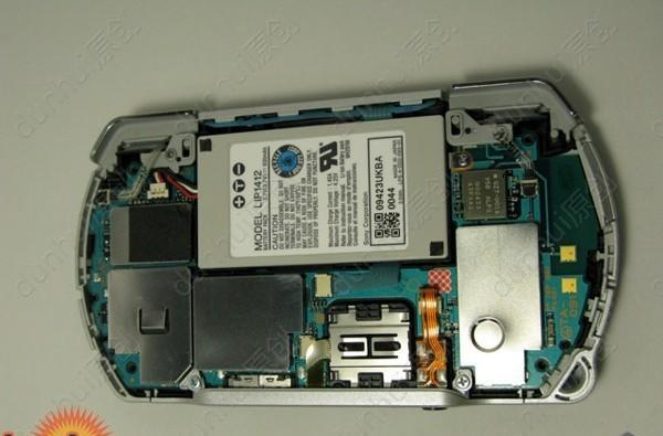 PSP Go disassembled, reassembly still in question