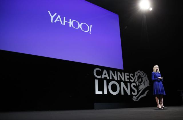 WSJ: Yahoo may sell itself off