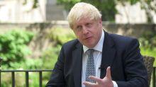 Primeiro-ministro britânico admite que combate à pandemia poderia ter sido 'diferente' no início