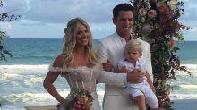 Karina Bacchi e Amaury Nunes se casam na praia