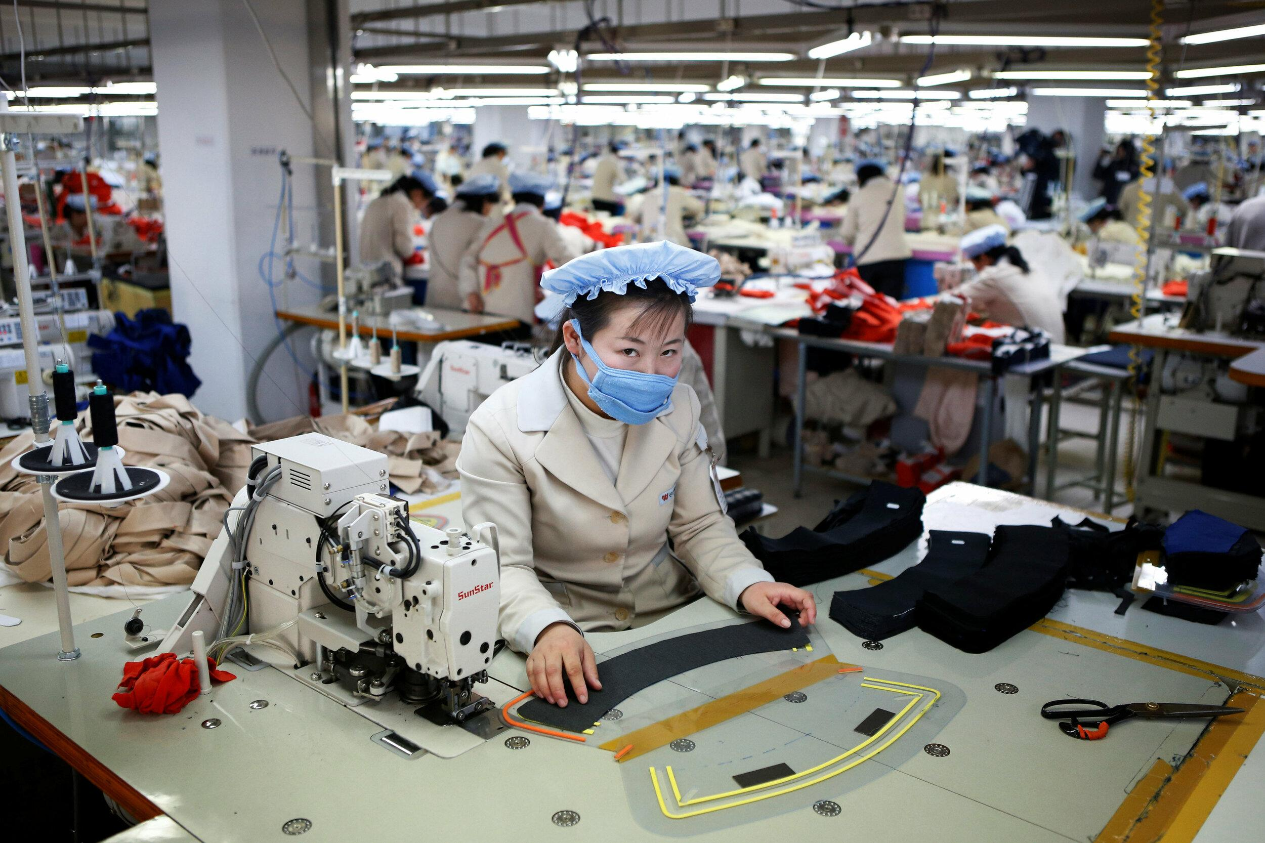 FILE PHOTO - A North Korean employee works in a factory of a South Korean company at the Joint Industrial Park in Kaesong industrial zone, a few miles inside North Korea from the heavily fortified border December 19, 2013.  REUTERS/Kim Hong-Ji/File Photo