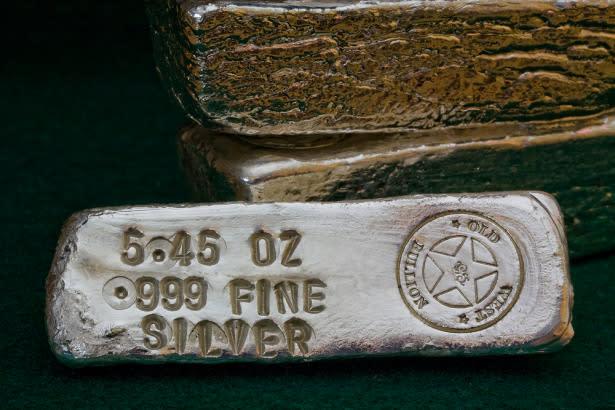 Silver Price Prediction – Prices Slip as Gold Tumbles