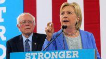 Hillary Clinton Claims 'Nobody Likes' Sanders: 'He Was a Career Politician'