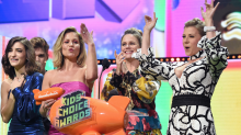 Lori Loughlin's 'Fuller House' co-stars reference her in Kids' Choice Award speech