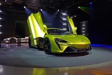 1,280萬元起,McLaren Artura劃時代超跑正式在台上市!品牌之巔Speedtail首度公開亮相!