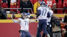 Titans OT Dennis Kelly makes history as heaviest player with postseason touchdown catch