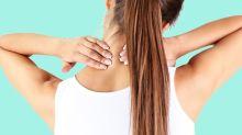 Técnica de punto gatillo: así puedes aliviar (con tus propias manos) el dolor de cuello
