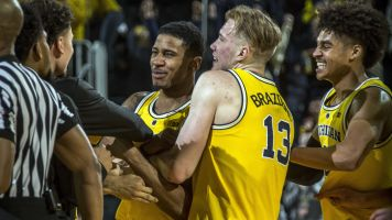 Buzzer beater gives Michigan rebound win