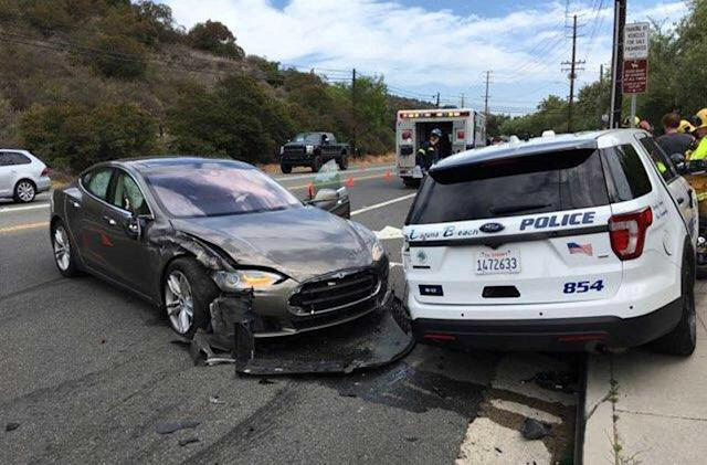 Tesla Model S in Autopilot collides with police SUV