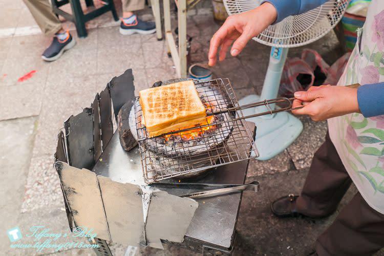 [台南美食]阿嬤碳烤三明治/赤崁樓武廟旁義豐冬瓜茶隔壁的必吃美食/台南中西區美食