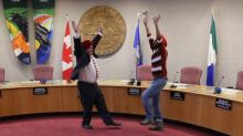 Video of Whitehorse mayor wearing Sikh turban and performing bhangra dance goes viral