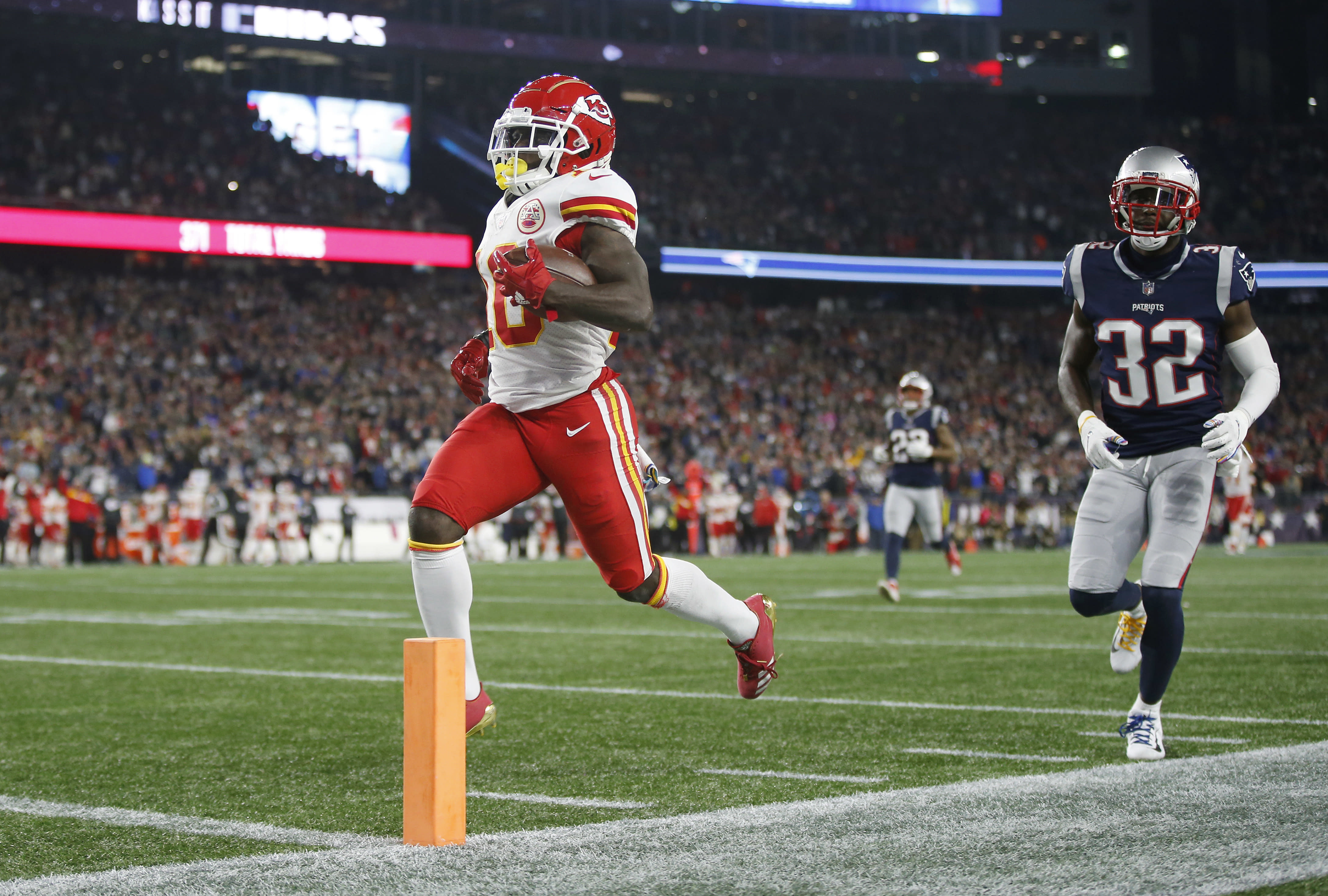 Patriots ban fan who threw beer at Tyreek Hill after third touchdown