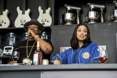 E-40 and Ayesha Curry analyze the Cavs' carb intake. (AP)
