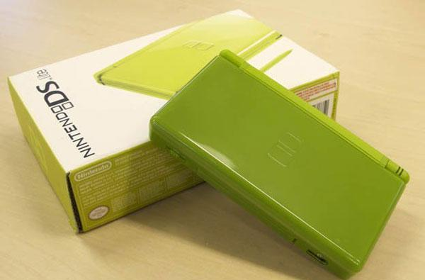 Keepin' it real fake: a Nintendo DS Lite that gets it (mostly) DS right