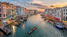Venice to issue €500 fines to littering, dawdling or scantily-clad tourists