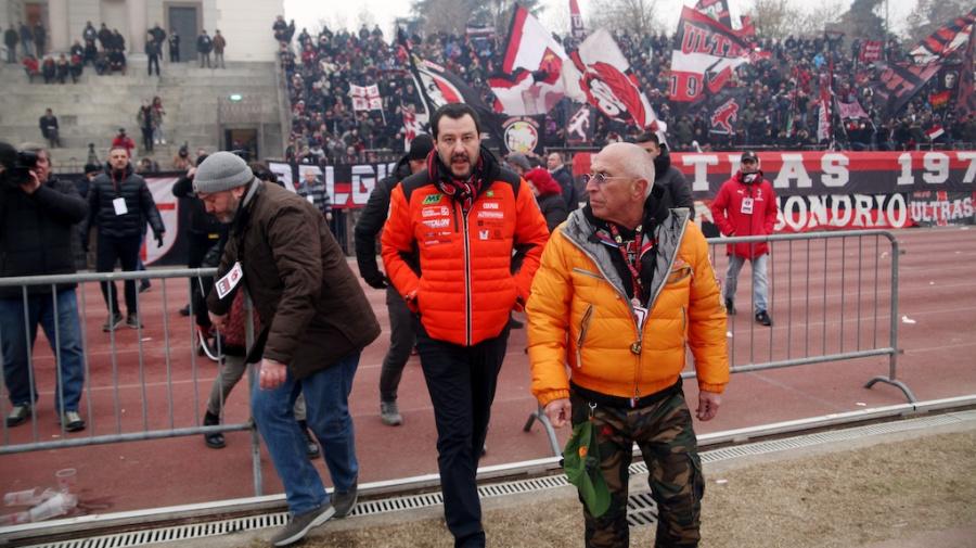Le polemiche contro Salvini per l'abbraccio con l'ultrà