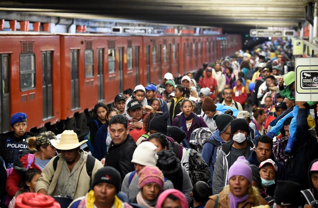 The metro in Mexico City opened an hour early to transport migrants toward neighboring Mexico State (AFP Photo/Alfredo ESTRELLA)