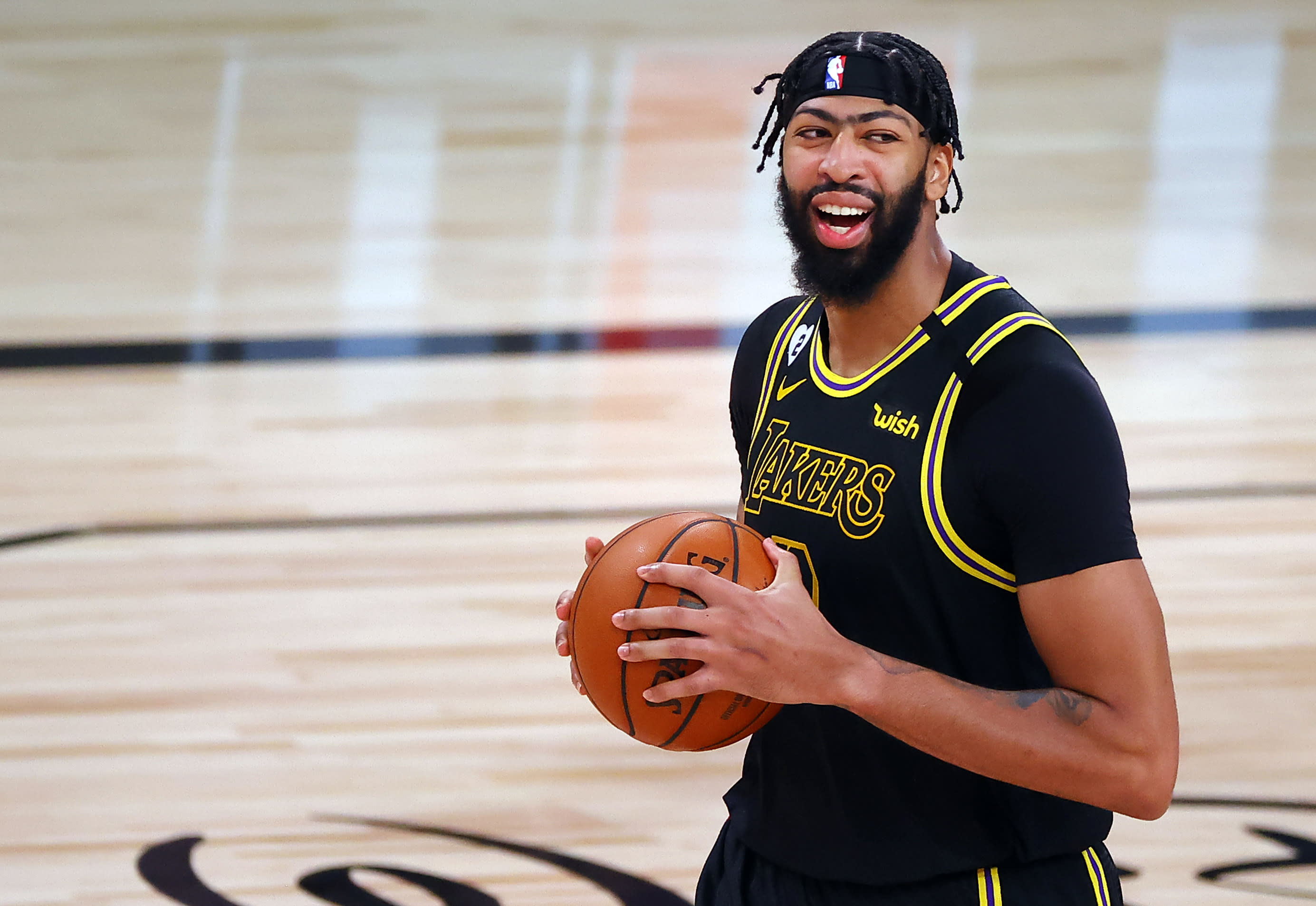 Nba Finals Anthony Davis Lebron James Lead Lakers To 2 0 Lead